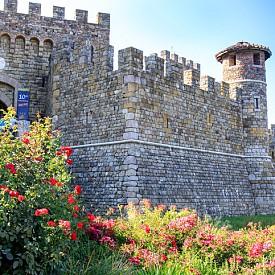 """""""Кастело Ди Амороза"""" е реплика на автентичен средновековен замък, в който има и винарна"""