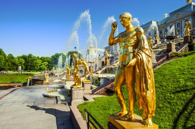Комплексът Петерхоф в Санкт Петербург
