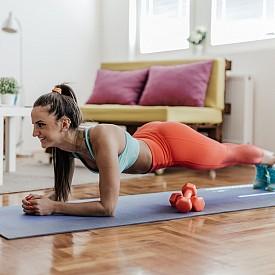 ПЛАНК. Натоварват се коремните мускули, мускулите на седалището, бедрата, прасците, раменете и гърдите.