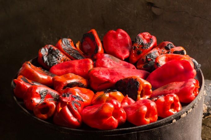 Червената чушка съдържа полезни хранителни вещества...