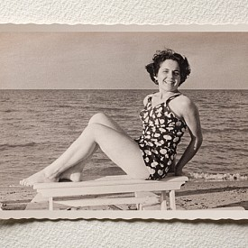Бански от 50-те години - не са много по-различни от днешните плажни мини рокли.