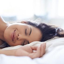 Сън. Добрият сън е важен в анти-стрес мениджмънта. Вечер е добре да стоим далеч от лаптопа и телефона, защото екраните действат ободрително, а освен това се увличаме и съкращаваме времето, което е отделено за пълноценен сън. По-добре е да почетем книга преди лягане.