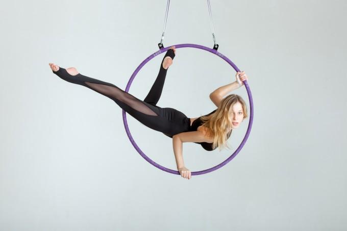 Aerial Hoop (когато воалите са заменени от обръч)