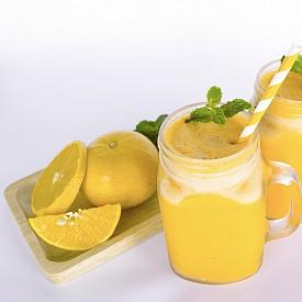 Следобедна закуска – айран с лимонов сок Изстискайте сока на половин лимон, добавете ½ лъжичка мед и 200 г студен айран (суроватка). Може да добавите подсладител. Около 100 калории