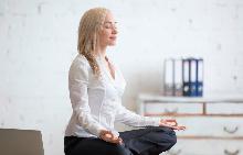 5 йога упражнения за тези, които по цял ден са на компютъра