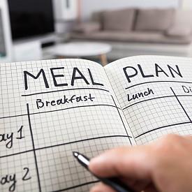Нискокалорични ястия, активиращи обмяната на веществата, плюс обикновени, но ефикасни упражнения и съвети как да устоим на апетита си.