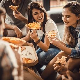 Защо с времето ни става все по-трудно да завързваме приятелства