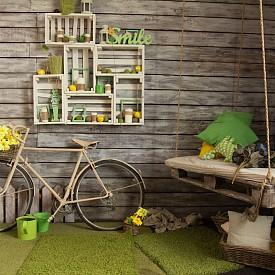 Старият велосипед влиза в ролята на дизайнерски акцент в интериора, дървените щайги се преобразяват в етажерки на стената, а обикновеният палет – в люлка!
