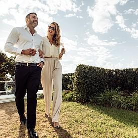 Умните милионери предпочитат да се оженят и да живеят с една жена през целия си живот. Увлеченията им встрани евентуално може да нарушат моралното и финансовото им равновесие, а любовница и съд в едно изречение за тях е недопустима опасност за капитала.