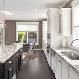 """""""Основният тренд в дизайна на кухните са иновативните материали. Например техническият камък. Той не се деформира и има богата палитра от цветове. Което го прави идеалният материал за кухнята."""" Scavolini"""