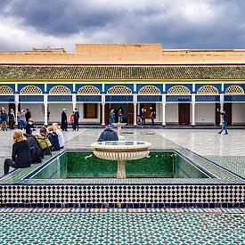 """Заредихме се с блясък в двореца """"Бахия"""" (Bahia буквално означава """"брилянтен"""" – точно такъв е великолепният дворец от XIX век, построен от великия везир Бу Ахмед в чест на най-желаната от него любовница)."""