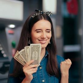 Парите не могат да ни купят щастие. Или пък могат?