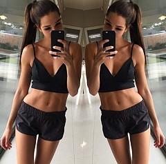 4. Kayla_itsines - Разочарована преди време от класическите програми във фитнес центровете, Кейла предлага собствена 12 седмична програма, която ви обещава ново тяло.