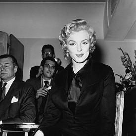 Мерилин на пресконференция в Хотел Савой през 1956 г.