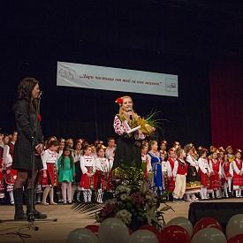 """Ива Дойчинова, която води концерта """"За тебе, мамо"""""""