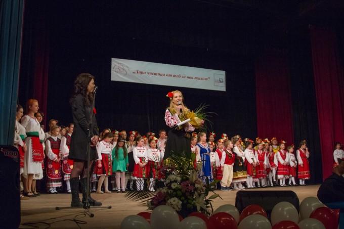 Ива Дойчинова, която води концерта