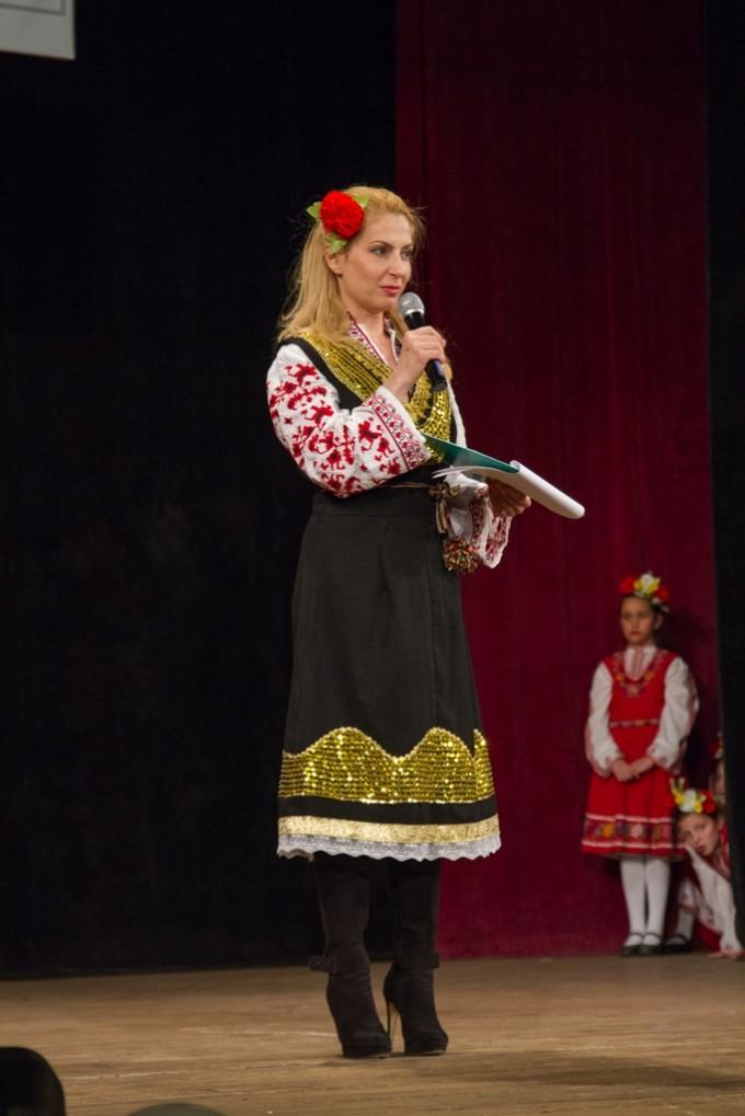 Ива Дойчинова, една от известните личности, застанали...