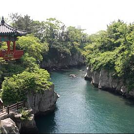 Остров Джеджу, Южна Корея  Едно от новите седем чудеса на природата с истински уникални пейзажи, които съчетават море и най-високата планина в Южна Корея Хаху.