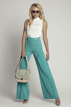 Блуза Jil Sander, панталон Osa Younique, обувки Christian Louboutin, чанта Zoe Lu, очила  Givenchy, обеци Christian Dior
