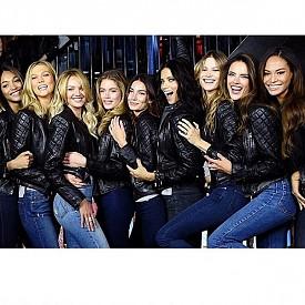 С моделите от шоуто сутринта преди събитието.