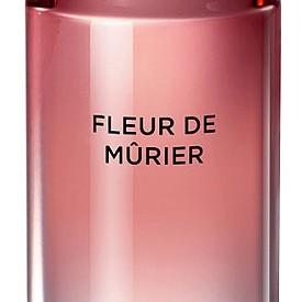 Аромат: Fleur de Murier for her на KARL LAGERFELD е флорален, плодов и дървесен парфюм, който ще ви направи по-самоуверена дори и в най-тежкия работен ден.