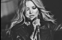 Кейт Мос участва във видео към песен на Елвис Пресли