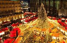 Кьолн, Германия  Към 4 милиона посетители събира всяка година Коледният базар пред Кьолнската катедрала. Той е един от най-посещаваните Коледни базари в Германия. Освен многобройните сергии, отрупани с най-разнообразни стоки и лакомства, коледно настроение създават и над 100 сценични изяви.