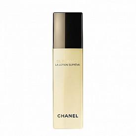 Лосион SUBLIMAGE La Lotion Suprême на Chanel с магнетизирана вода – хидратира кожата и я подготвя за усвояване на следващите продукти за грижа.