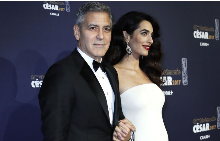 Versace облeче бременната Амал Клуни