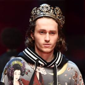 Братът на Майли Сайръс направи своя моден дебют, но сестра му го опорочи