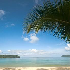 Лангкави, Малайзия   Този остров е съставен от 99 малки острова на северното крайбрежие на Малайзия. Лангкави е най-големият и е със статут на резерват заради девствените плажове и непокътнатата джунгла.