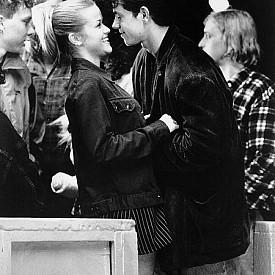 Рийз Уидърспун и Марк Уолбърг - Връзката им започва през 1996 г, докато снимат филма Fear, където героят на Марк е обсебен от героинята на Рийз. За радост в живота не се случва така, като днес всеки от тях е щастливо женен. Актрисата е омъжена за агента Джим Тот, а колегата й има дългогодишен брак със съпругата си Риа Дюрам