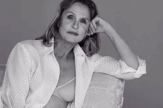 73-годишната Лорън Хътън се снима в реклама на бельо