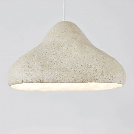 Мицелите – възобновяеми коренови влакна от гъби – се оказват наистина магически материал в устойчивия дизайн както за мебели, така и за опаковки. Mycelium lamp на датския дизайнер Ерик Кларенбек и Жан Бербе има напълно разградим абажур, направен от гъби, смесени с датски земеделски отпадъци (като люспи от конопени, ленени и царевични стъбла). krown-design.com