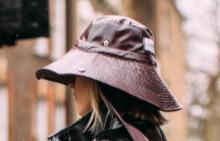 Заменяме баретите с шапка панамка