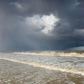 1-во място в категория до 16 г: . Градушка и дъга над Северно море, Великобритания.