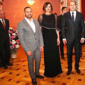 Коафьорът Любен Николов (вляво) с президента и първата дама Десислава Радева.