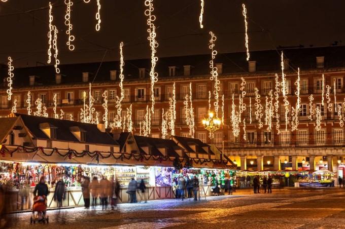 Мадрид, Испания  Мадридският Коледен базар се...