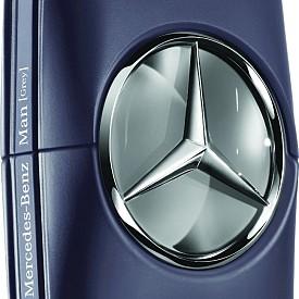 Mercedes Benz Man Grey е новата съвременна интерпретация на класическият аромат на марката. Той веднага ще ви привлече със своя свеж и дървесен аромат с нотки бергамот, градински чай и мускус.