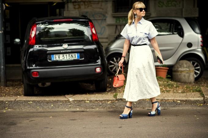 Класика в жанра - загащена риза в полата и сандал