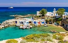Остров Милос е част от Цикладите и е известен с разнообразието си от красичи плажове и чистите води които го заобикалят. Макар и вулканичен и без много изобилите от растителност, Милос има своите красиви скални образования, които ще накарат дъхът ви да спре.