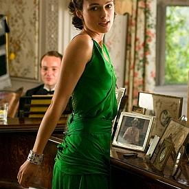 """Кийра Найтли, """"Изкупление"""":  Има причина дизайнерката на косюмите на филма - Жаклин Дюран да бъде номинирана за Оскар – цялата картина във филма се завихря около тази зелена рокля."""