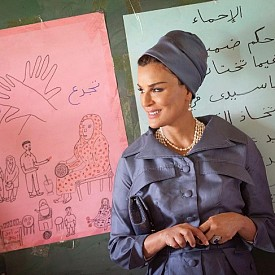 МОЗА БИН НАСЕР АЛ МИСНЕД / @mozabintnasser / Втората от трите жени на емира на Катар – шейх Хамад бин Калиф-ал-Тани. Моза е призната икона на стила на Изтока, активен политически и обществен деятел (което е рядкост при жените на лидерите на страните от Персийския залив), а в Instagram е следвана от 288 хиляди абоната.