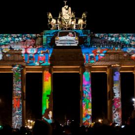 """Светлинното шоу върху Бранденбургската врата на MP-Studio от 2015 г., с което българите печелят първо място на """"Фестивала на светлините"""" в Берлин"""