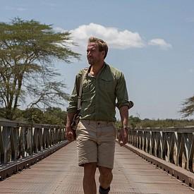 """""""Великото преселение"""" е ТВ поредица, в която известният приключенец Бен Фогъл проследява епичното, дълго 650 км пътуване на стадо диви животни през Африка."""