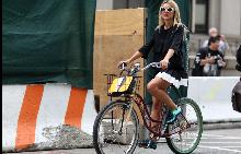 Рокля за велоспиед - 10 предложения за летен градски стил.