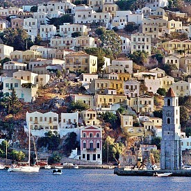 НИКОЗИЯ, КИПЪР  Никозия е столица на Кипър от 10-ти век насам. Градът е последната разделена столица в света. Green Line разделя града на северна и южна част. Някога стар, но днес модерен град, Никозия предлага всичко за всеки – шопинг, музеи, прекрасна храна и невероятно съчетание на гръцки, турски и балкански традиции.