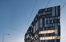Екстериорът на новата офис сграда в Торино, Италия