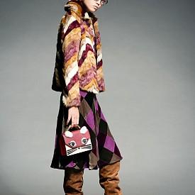 Палто MANGO, пола DINOU BY JOAQUIM JOFRE, чанта KARL LAGERFELD, очила LONGCHAMP, ботуши CHIE MIHARA, обеци GAVIRIA