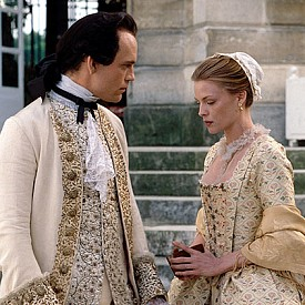 """""""ОПАСНИ ВРЪЗКИ"""" - ОСКАР ПРЕЗ 1989 Г., ХУДОЖНИК ПО КОСТЮМИТЕ – ДЖЕЙМС АЧИСЪН  страсти, интриги, любов, смърт – тези теми не могат да оставят равнодушен никого. Сюжетът се развива в средата на 18 век, а неоспоримият плюс на епохата е елегантността на костюмите в епохата Рококо. Този филм може да претендира за справочник по история на костюмите на 18 век, заслуга за което има Стивън Фриърс."""